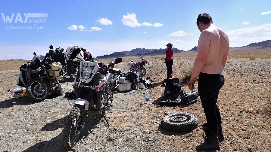 Mongolsko - snaha o odražení pneu od ráfku