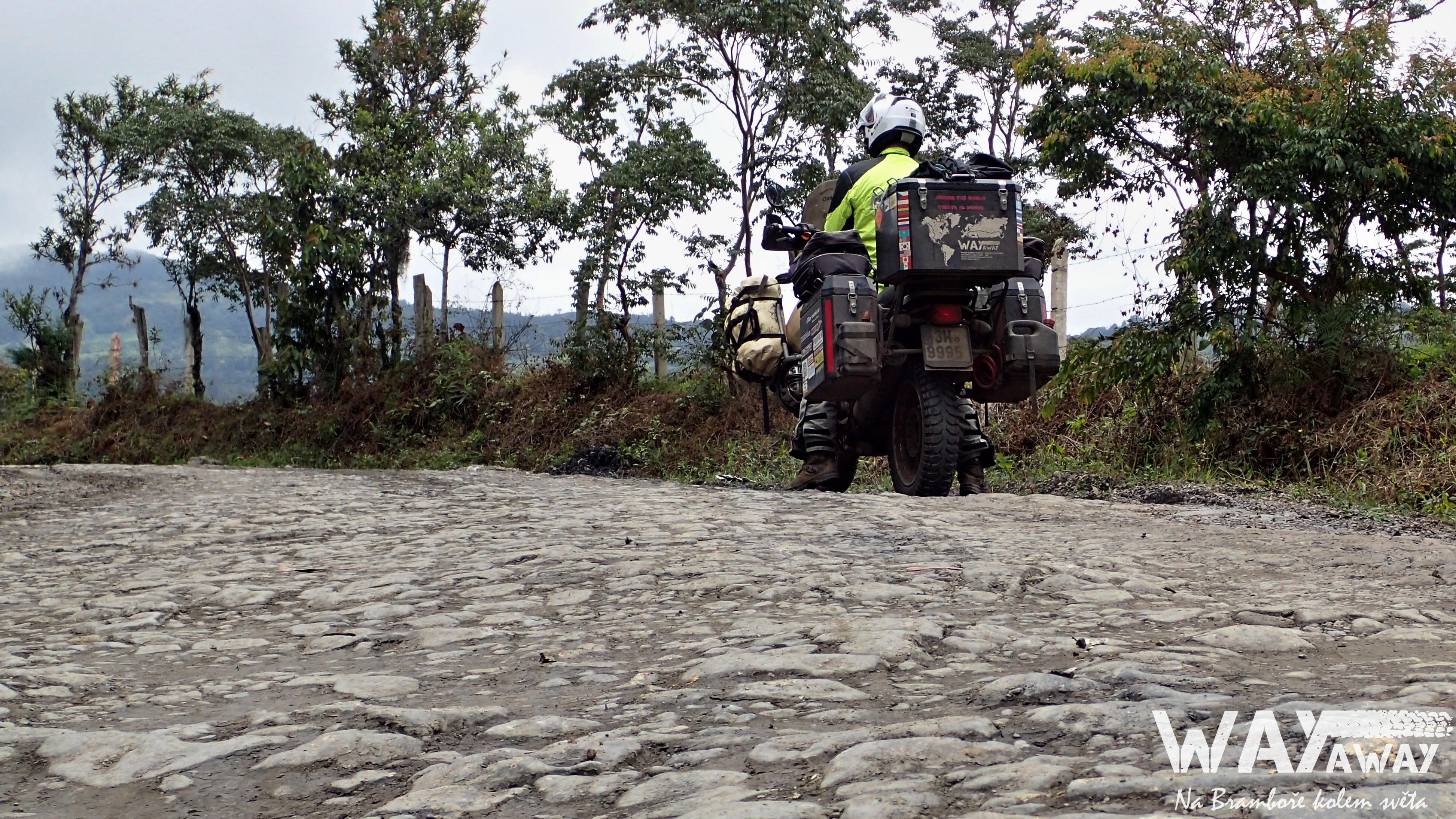 V Kolumbii tohle nazývají asfaltem