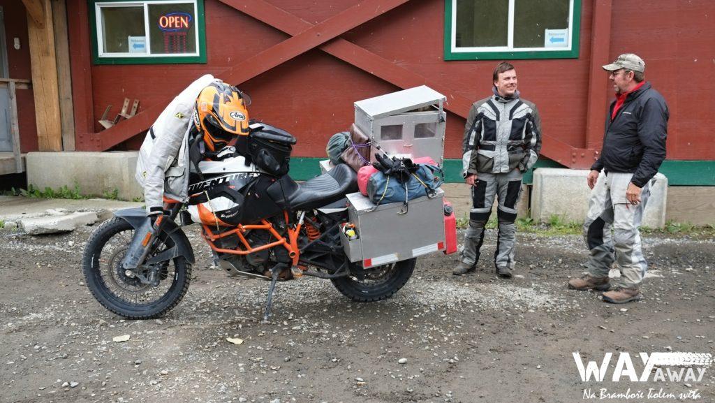 Bob, KTM a pes v topcasu