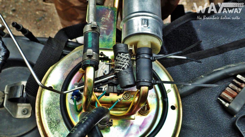 Prasklá hadička u čerpadla