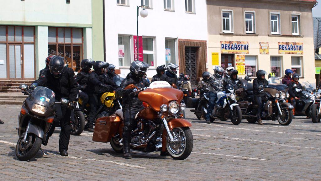 Motorkáři v Nové Pace