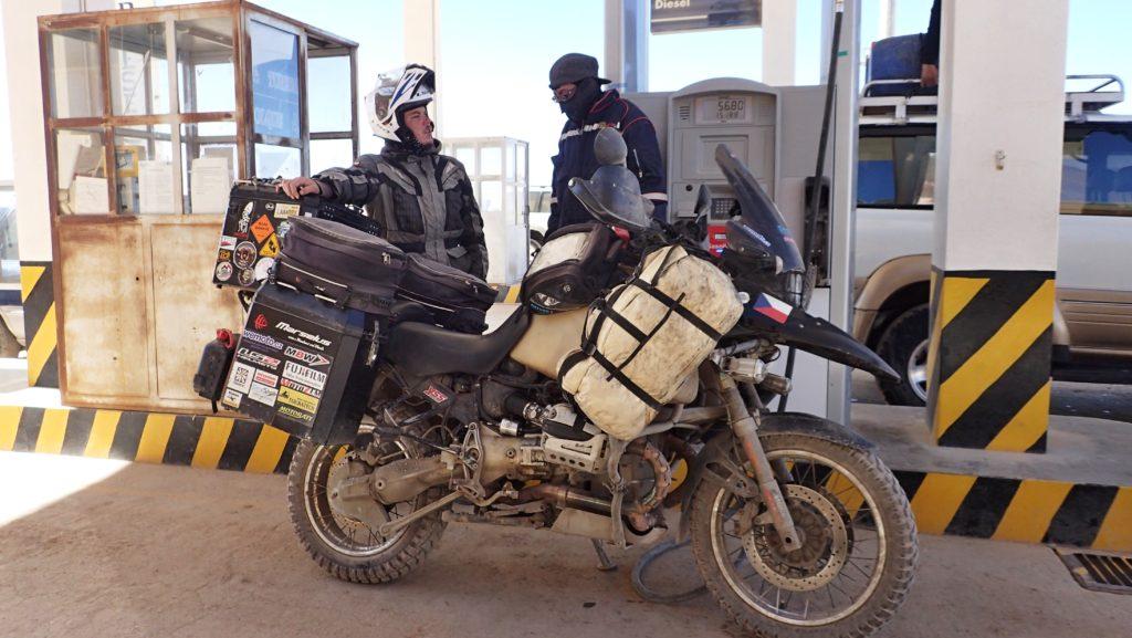 Tankování v Bolívii